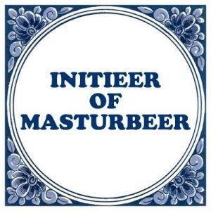 tegel met tekst initieer of masturbeer